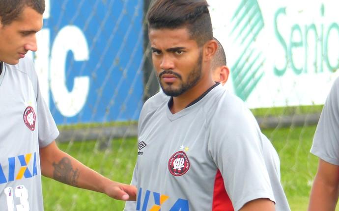 Caíque Atlético-PR (Foto: Monique Silva)