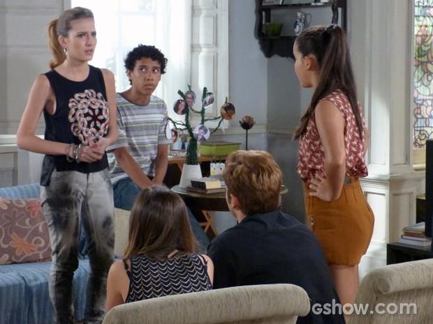 Sofia fica chocada ao saber que Caetano é o chefe da pirâmide  (Foto: Malhação / TV Globo)