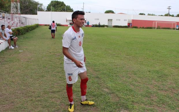 Renan, lateral-esquerdo do 4 de Julho (Foto: Wenner Tito/GLOBOESPORTE.COM)