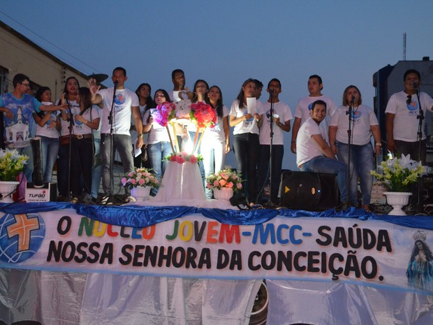 A imagem recebeu pelo menos 10 homenagens de entidades, famílias e empresas santarenas. (Foto: Adonias Silva/G1)