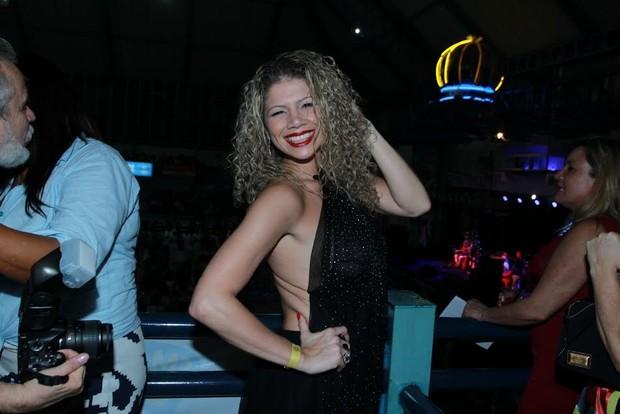 Cátia Paganote em noite de samba no Rio (Foto: Marcello Sá Barreto/Ag News)