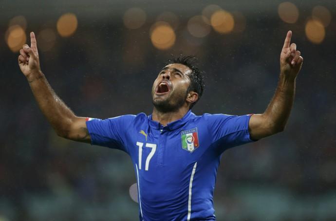 Eder comemora gol da Itália sobre Azerbaijão (Foto: REUTERS/David Mdzinarishvili)