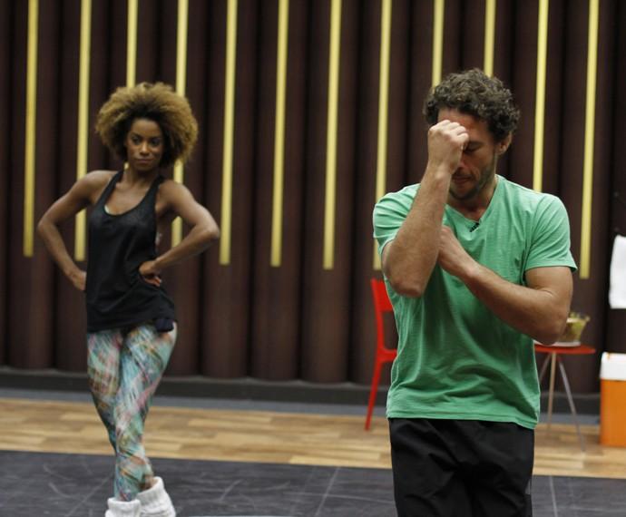Flavio canto se joga no Forró em ensaio do Dança dos Famosos (Foto: Tatiana Helich/Gshow)