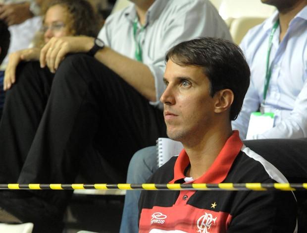 Marcelinho sofre do lado de fora durante a vitória do Flamengo sofre o Paulistano  (Foto: Alexandre Vidal - Fla Imagem  )