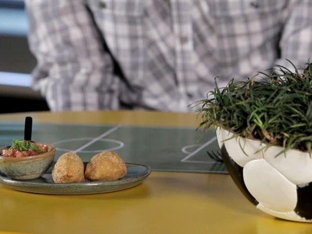 'Fominha': Como fazer o tradicional bolinho de arroz cuiabano Maria Isabel (Foto: Reproduo GNT)