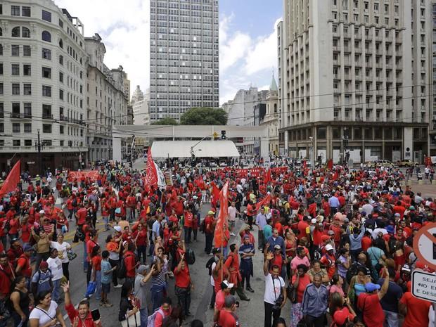 Sem-teto protestam em frente a Prefeitura de São Paulo (Foto: Nelson Antoine/Fotoarena/Folhapress)