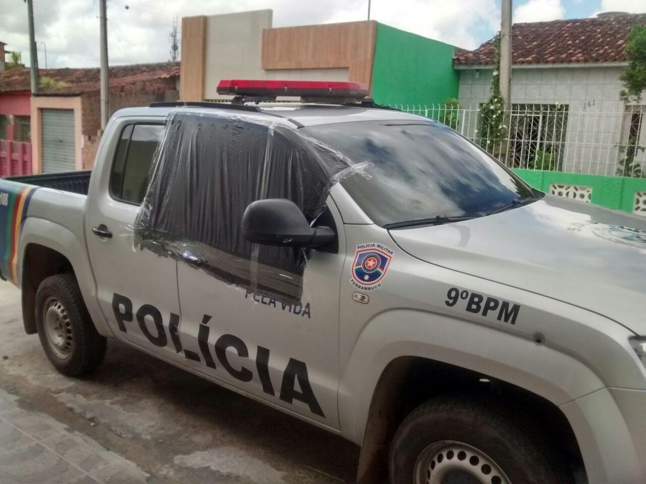 Viatura cujo interior foi incendiado em Lajedo, Pernambuco (Foto: Arquivo/ Blog Agreste Violento)