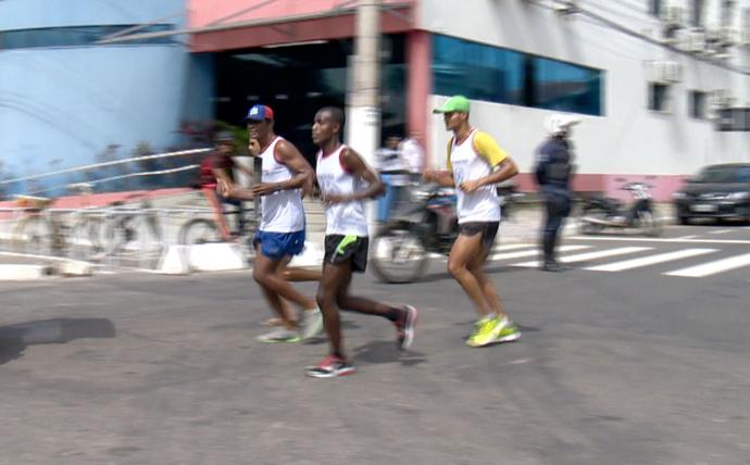 Corredores fazem simulação da passagem da tocha olímpica por Vila Velha (Foto: Reprodução/TV Gazeta)