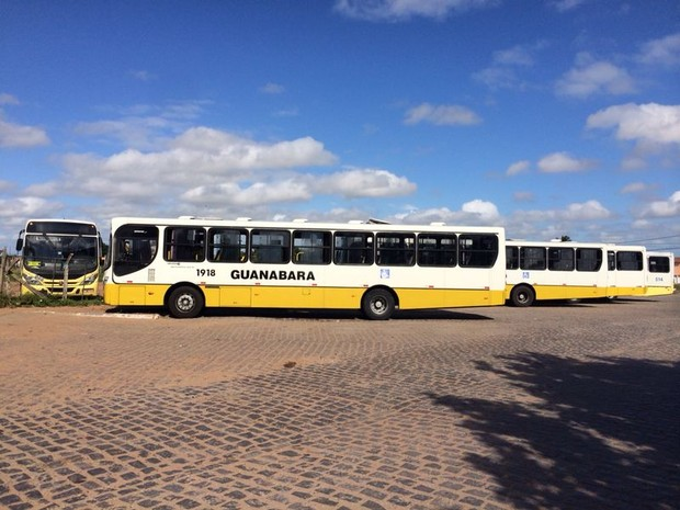 Ônibus da linha 77 foi assaltado na manhã desta quarta-feira (20) em Natal (Foto: Matheus Magalhães/Inter TV Cabugi)