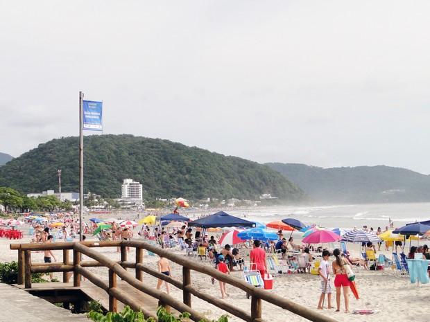 As condições de balneabilidade nas praias, rios e reservatórios monitorados pelo IAP são indicadas por meio de bandeiras (Foto: Joana Serra / IAP / Divulgação)