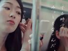 É falta de educação maquiar-se no trem ou metrô? Empresa japonesa quer coibir e gera polêmica