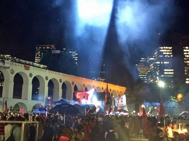 Palco armado nos Arcos da Lapa para o ato pela democracia (Foto: Daniel Silveira/G1)
