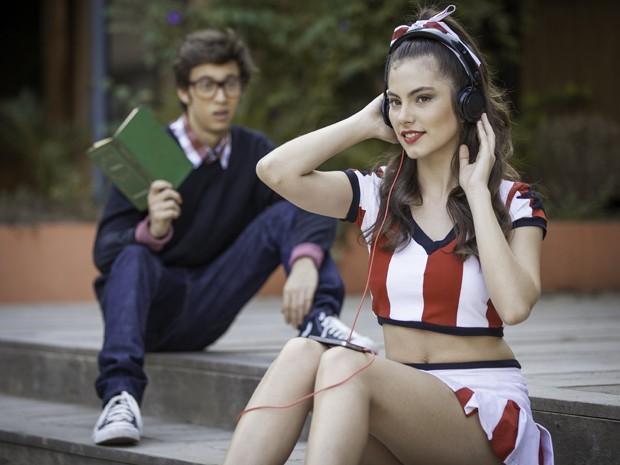 O nerd fica encantado com a garota popular à primeira vista (Foto: Fabiano Battaglin/Gshow)