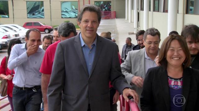 Candidato do PT, Fernando Haddad, faz campanha no interior paulista