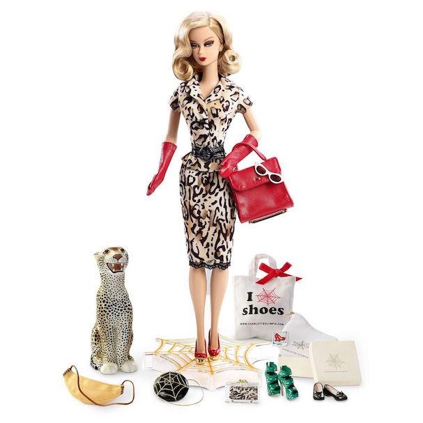 A Barbie da colaboração com Charlotte Olympia (Foto: Reprodução)