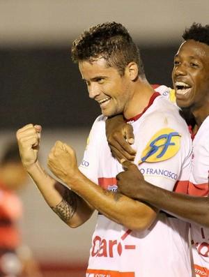 Zé Antonio e Francis comemoram gol do Botafogo-Sp contra o Oeste (Foto: Thiago Calil/Agência Botafogo)
