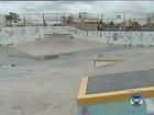 Motorista invade pista de skate com carro e revolta skatistas em Bauru