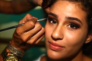 """Lívian Aragão se prepara para a festa de """"Flor do Caribe"""" (Foto: Iwi Onodera / EGO)"""