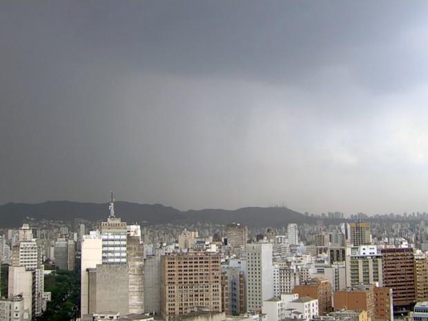 Com granizo, Belo Horizonte bate novo recorde histórico em 105 anos de temperatura (Foto: Reprodução/TV Globo)
