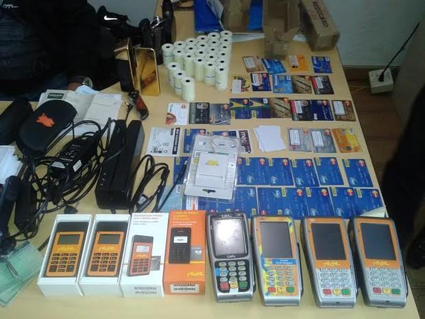 Cartões de créditos e maquinetas apreendidas pela Polícia Civil em Porto Velho (Foto: Divulgação/Polícia Civil)
