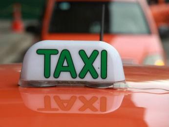 Foram disponibilizadas 750 novas placas de táxi em Curitiba (Foto: Cesar Brustolin/SMCS/ Divulgação)