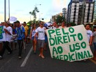 Marcha da Maconha reúne dezenas de pessoas na orla de Maceió, AL