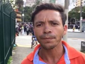 Passageiro José Lima não conseguiu embarcar no Terminal Parque Dom Pedro (Foto: Glauco Araújo/G1)