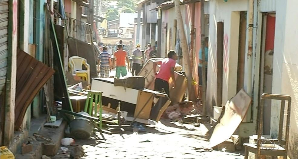 Imóveis são demolidos em Araguaína (Foto: Reprodução/TV Anhanguera)