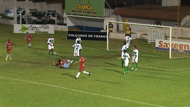 Velo Clube vence Francana fora de casa e deixa a lanterna do grupo dois (Foto: Reprodução EPTV)