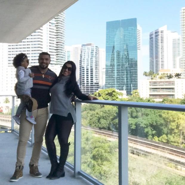 Naldo, Maria Victória e Ellen Cardoso em  seu apartamento de Miami (Foto: Arquivo pessoal)