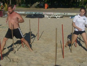 Circuito de praia -exercício hastes (Foto: Luiz Cláudio Amaral / Globoesporte.com)