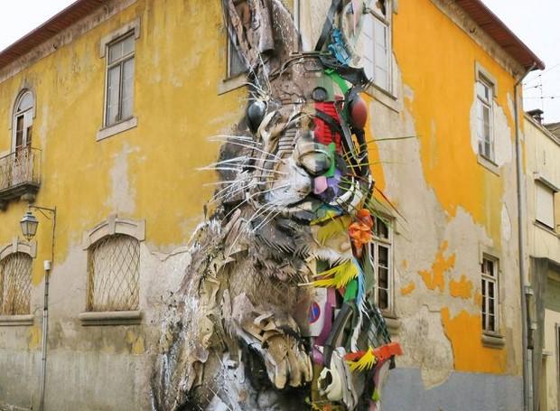 BordaloII-artista-portugûês-escultura-lixo-coelho (Foto: Divulgação)
