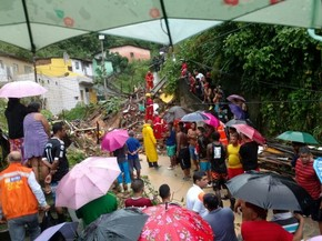 Desabamento de barreira em Águas Compridas (Foto: Reprodução/Whatsapp)