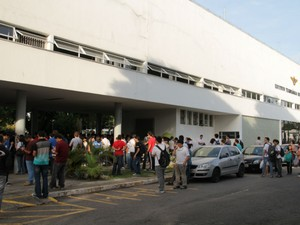 Alunos aguardam início da prova no primeiro dia do Vestibular ITA (Foto: Carlos Santos/G1)