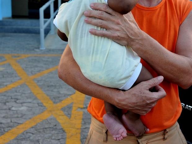 Pais saem para usar drogas e deixam bebê de 6 meses sozinho no Espírito Santo (Foto: Fernando Madeira/ A Gazeta)