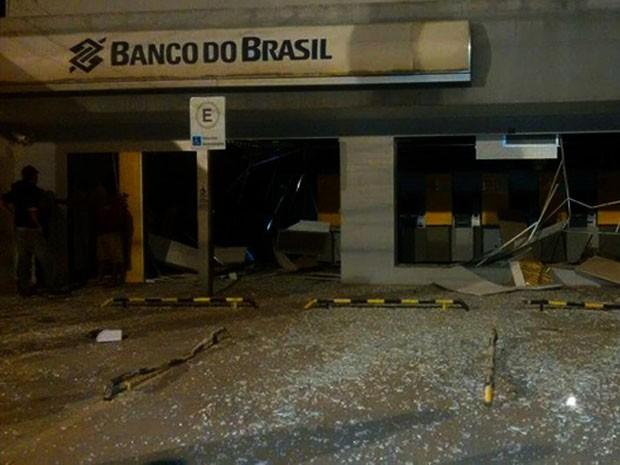 Grupo também atirou contra delegacia durante ação (Foto: Leandro Alves / Bahianamídia.com)