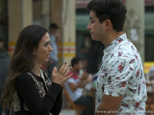 Valdirene chama Carlito para uma conversa mais séria (Foto: Amor à Vida / TV Globo)