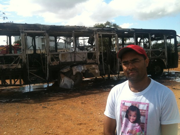Marcelo Lima, mecânico que guiou ônibus em chamas em Itajaí (Foto: Bianca Ingletto / RBS TV)