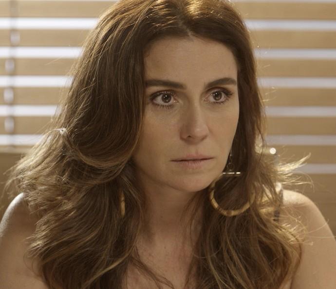 Alice se surpreende com declaração da caiçara (Foto: TV Globo)