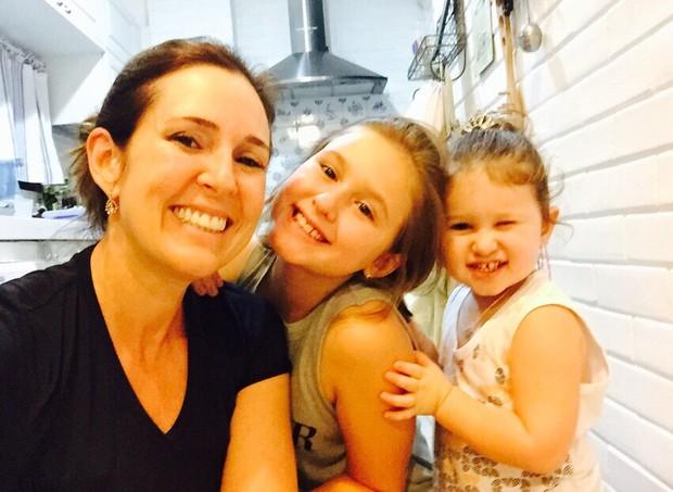 Renata e as filhas, Lily e Diana (Foto: Arquivo pessoal/ Renata Capucci)