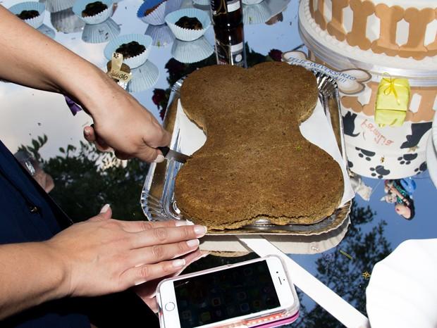 Convidados pets tiveram direito a bolo de ração (Foto: Agnews)