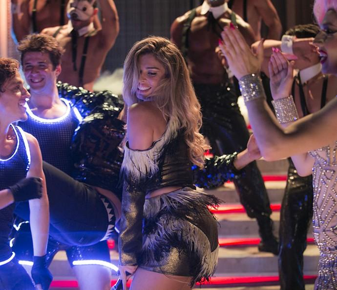 Luciane é só alegria na pista de dança (Foto: Raphael Dias/Gshow)