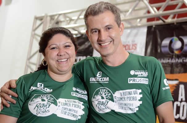 Renato Regis e Aline Vieira brindaram as bodas de turquesa com muita adrenalina. (Foto: Evandro Duarte/TV Anhanguera)