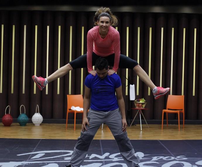 Maurren Maggi mostra salto em ensaio do Dança (Foto: Artur Meninea / Gshow)
