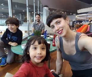 Mel Lisboa com a família  | Reprodução