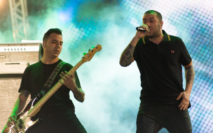 Badauí e o CPM 22 quebram tudo no palco do João Rock 2015 (Foto: Érico Andrade/G1)