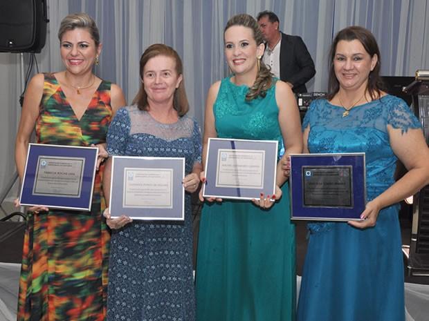 Homenageadas representaram profissionais de quatro segmentos. (Foto: Zé Rodrigues/TV Tapajós)