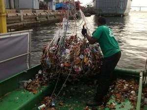 Ecobarcos recolheram 28 toneladas de lixo na Baía de Guanabara (Foto: Divulgação / Governo RJ)