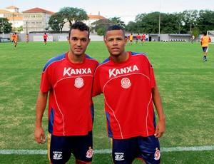 Anderson Carvalho e Geuvânio são jogadores do Santos emprestados ao Penapolense (Foto: Marcelo Hazan)