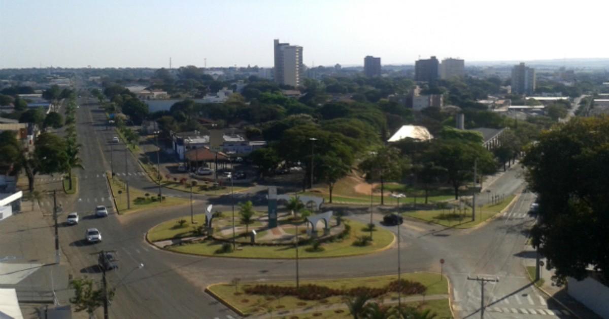 Veja o que abre e o que fecha no feriado do padroeiro de Paranavaí - Globo.com